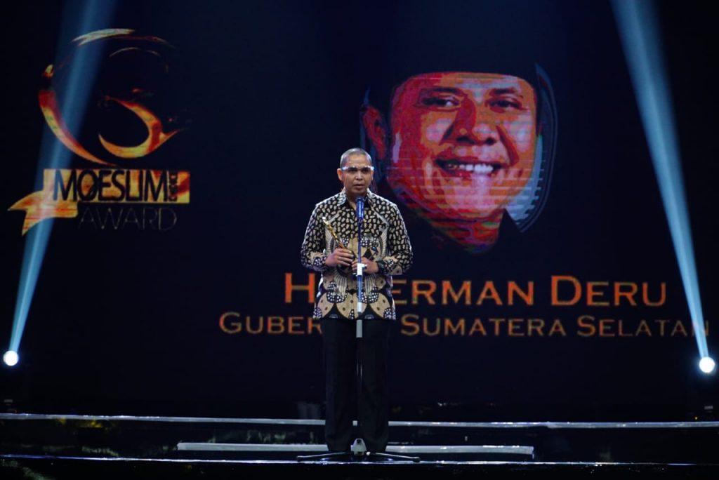 Wujudkan Sumsel Religius, HD Terima Penghargaan Moeslim Choice Award