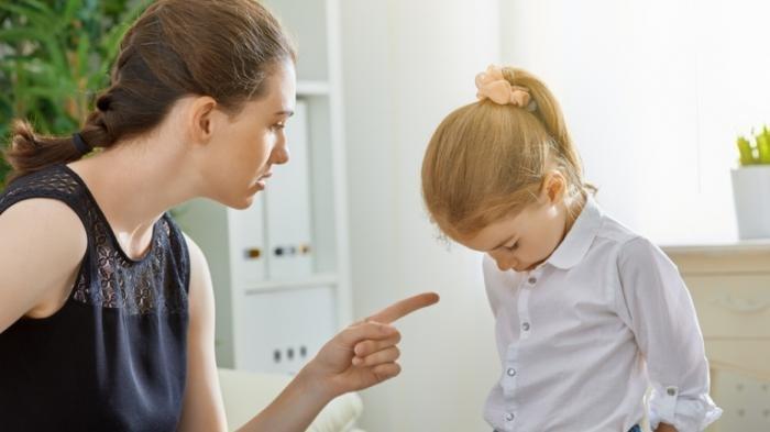 Stop Memarahi Anak Di Depan Umum! Berikut Dampak Psikologisnya