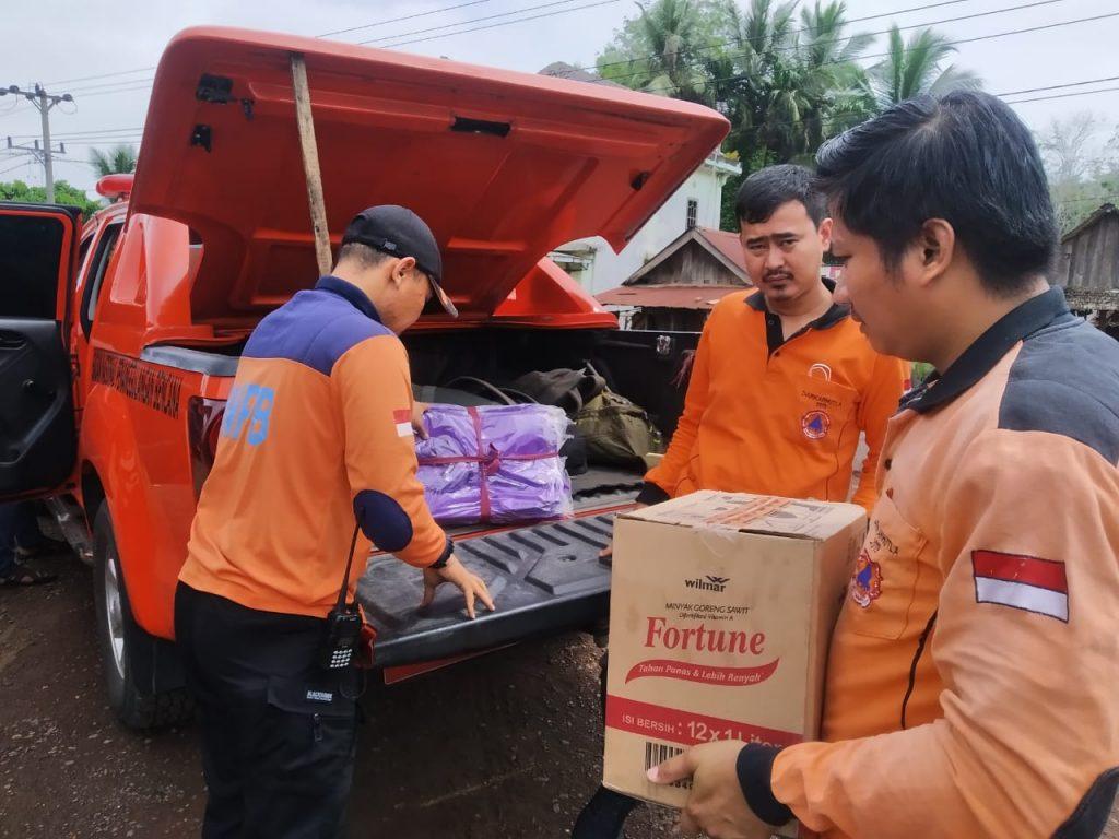 Peduli Korban Banjir, Herman Deru Kirim Bantuan  Logistik
