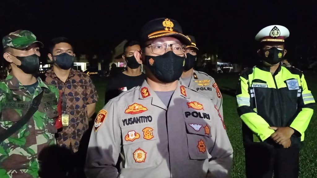 Polres OI dan Polsek Jajaran Bagi-bagi Masker dan Bansos bagi Warga Terdampak Covid-19