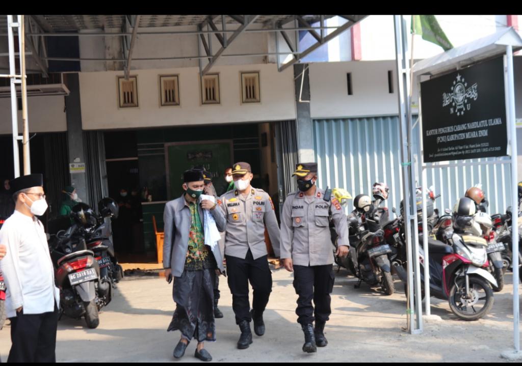 Jum'at Barokah Bersama Polres Dan PCNU Kabupaten Muara Enim Gelar Giat  Bantuan Sosial