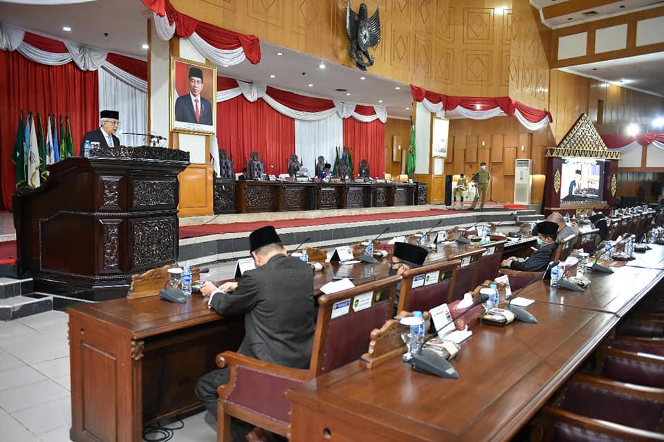 DPRD Prov. Sumsel menerima Jawaban Gubernur terhadap Pemandangan umum Fraksi-fraksi atas penjelasan Gubernur terkait Raperda Perubahan APBD TA 2021
