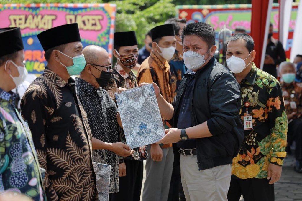 Gubernur Sumsel Serahkan Ratusan Sertifikat Tanah kepada Warga Lubuklinggau