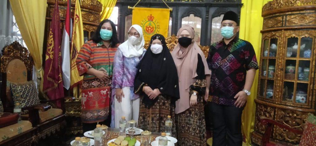 Peringati Hari Kesatuan Gerak Bhayangkari, Ibu Bhayangkari Silaturahmi ke Istana Kesultanan Palembang Darussalam