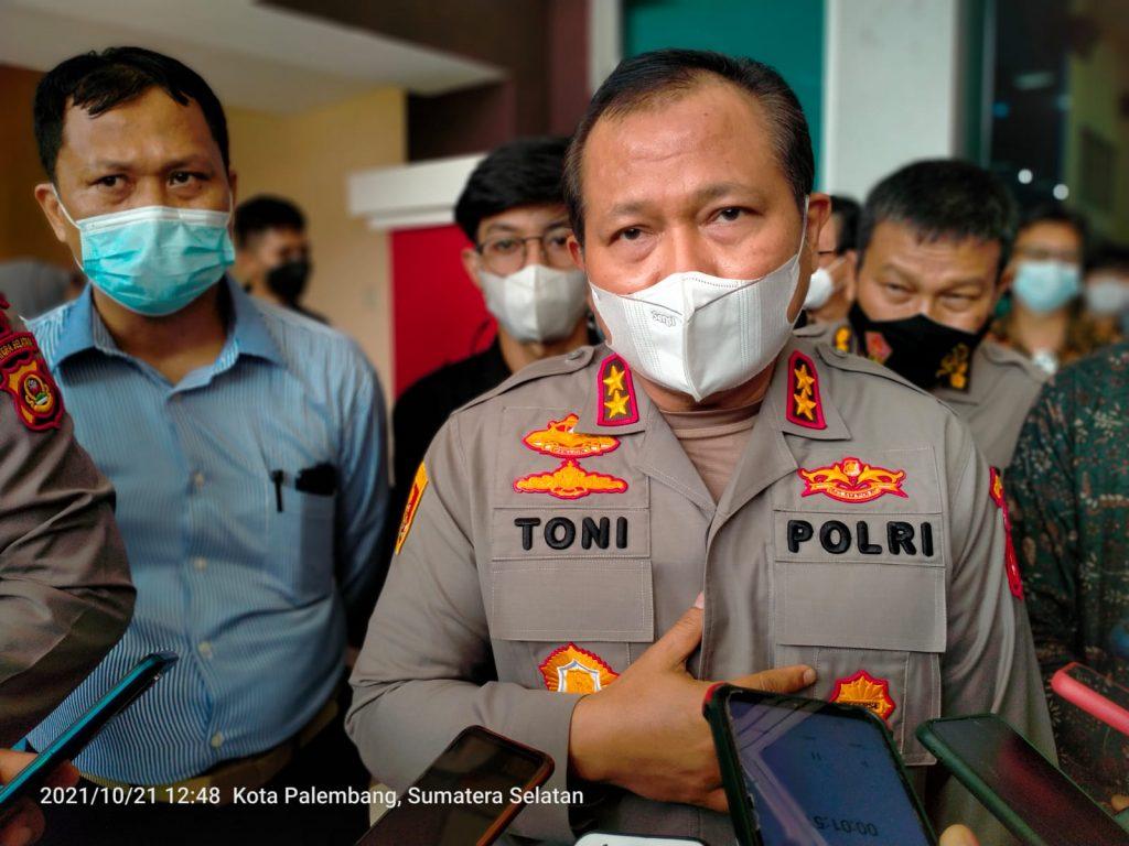 Kapolda Bersama Wakapolda Tinjau Pelaksanaan Vaksinasi Polsri Bersama DPD KAMSRI Sumsel